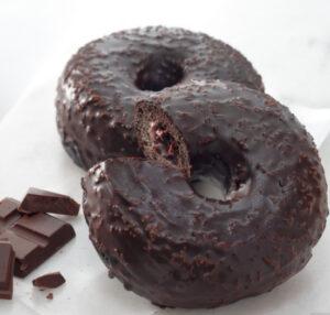 チョコレートクリームドーナツ